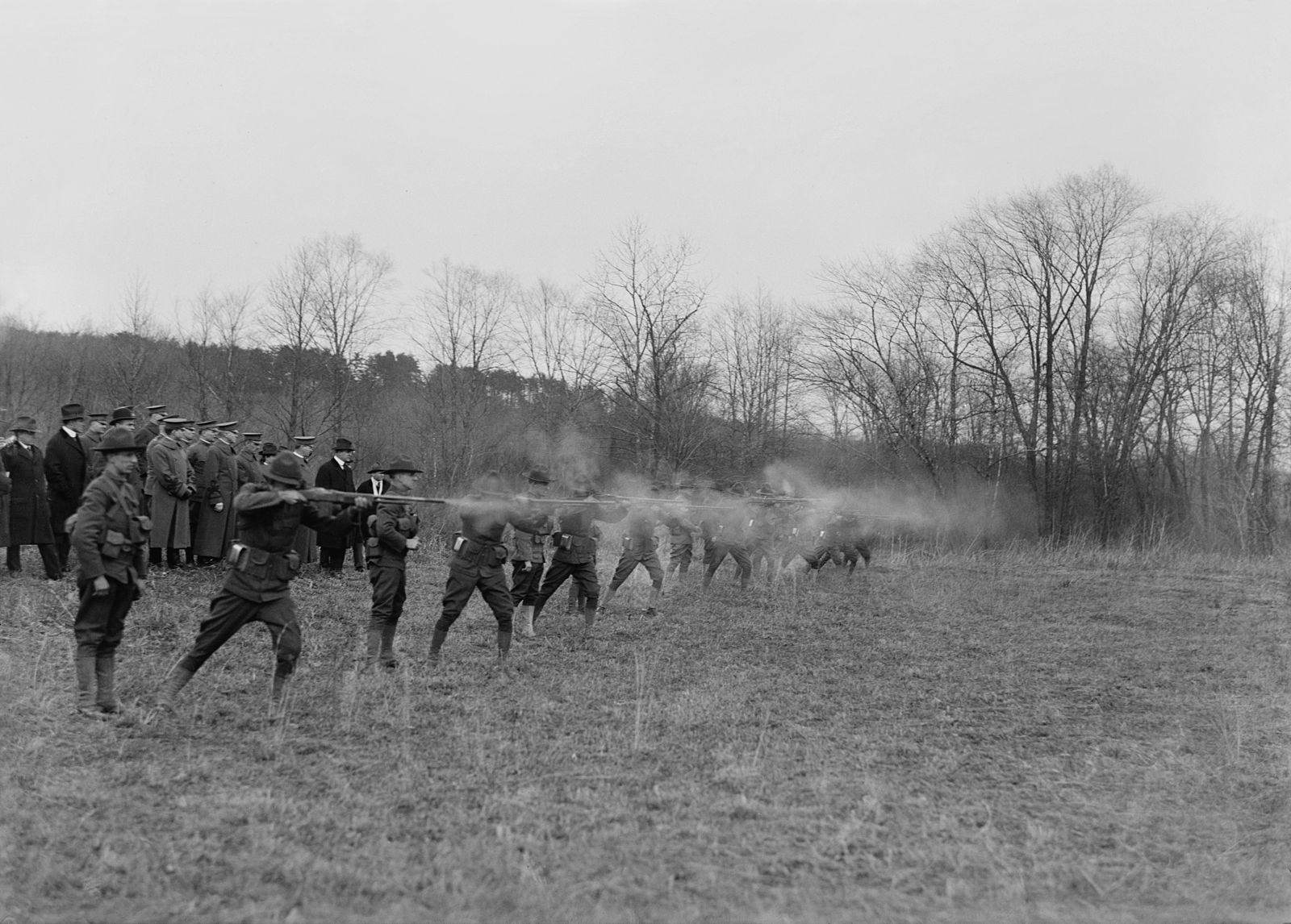 Démonstration de la puissance de feu de cette nouvelle arme en 1918, face à des officiels du congrès Américain