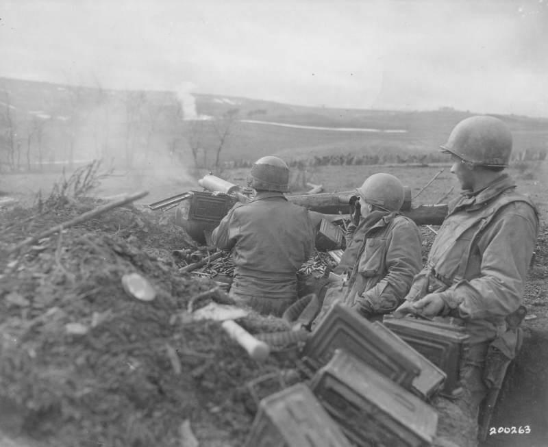 eucmhcom nara 0168.25mavzgwdvpc40w4gsoockkok.ejcuplo1l0oo0sk8c40s8osc4.th - Des soldats de la 90th division d'infanterie tirent à la M1917 à Habscheid (Allemagne) en 1945