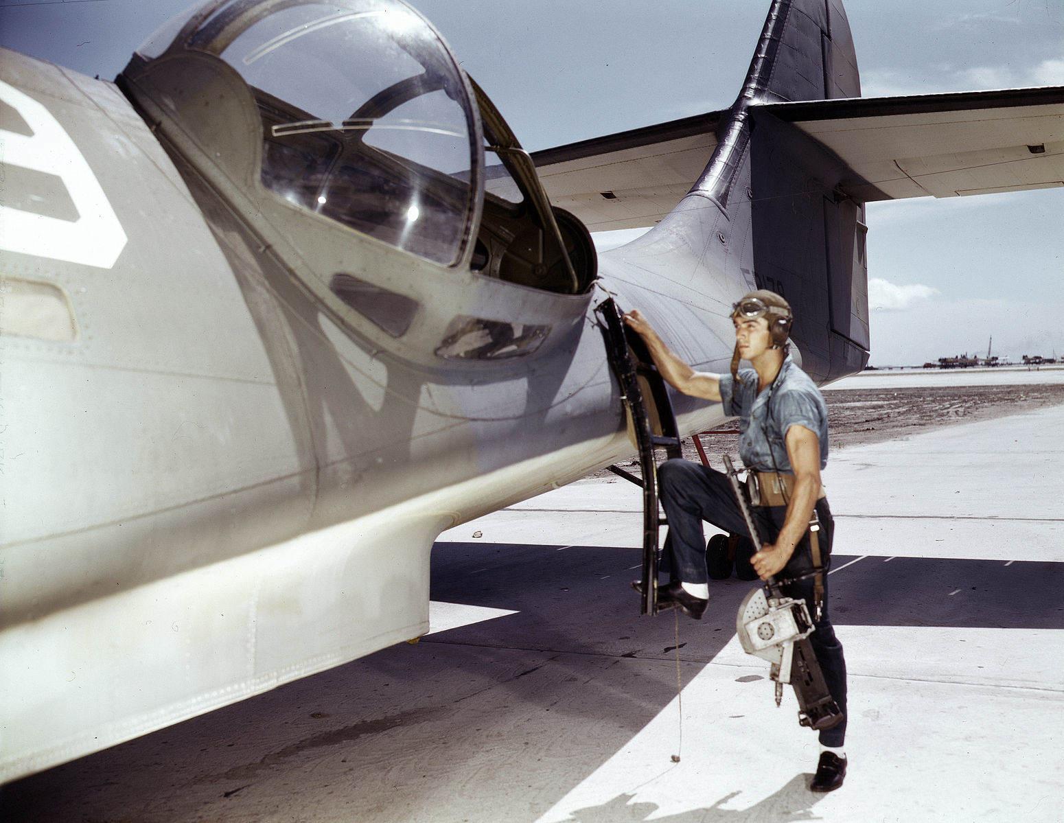 PBY Gun Blister - Installation d'une M1919A5 dans un avion PBY par Jesse Rhodes Waller, en 1942