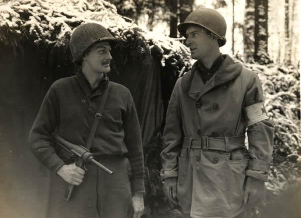 28thIDM3 - Deux membre du 309th Inf Rgt, 28th ID dans la forêt de Hurtgen, Allemagne (1945)