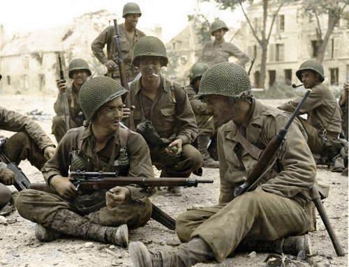 4d475e5b3e5c166599d611d1f3418d0d - Des soldats de la 83rd ID en France, en 1944 : Celui de gauche possède un M1903A4