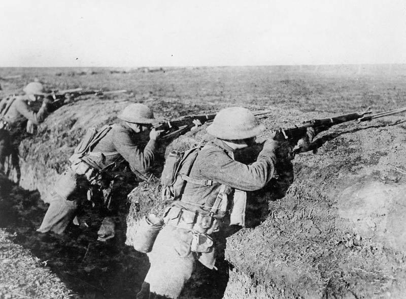 The US Army on the Western Front 1914 1918 Q70181 - Février 1918 à Breuvannes-en-Bassigny : Des Marines s'apprêtent à faire feu sur l'ennemi avec leurs Springfield M1903