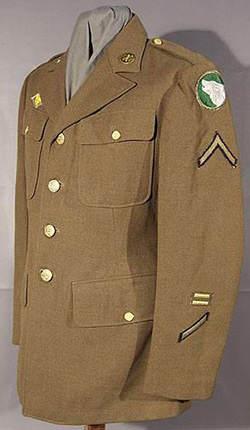 Servicedress - Veste de sortie appartenant à un pfc de la 104th infantry division, ayant effectué 3 ans de service, ainsi que 1 ans de service outre mer
