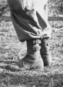 buckel2 216x298 - Seconde vue des buckle boots, cette fois-ci portées