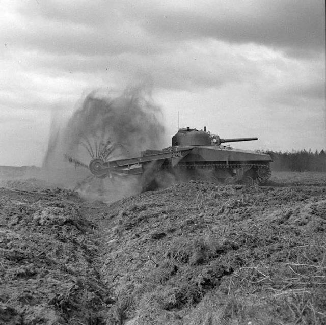 640px Sherman crab flail tank - Premiers tests du Sherman Crab