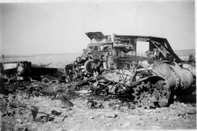 tank4 - Ce qui reste d'un M3 détruit, certainement touché au niveau de la soute à munitions
