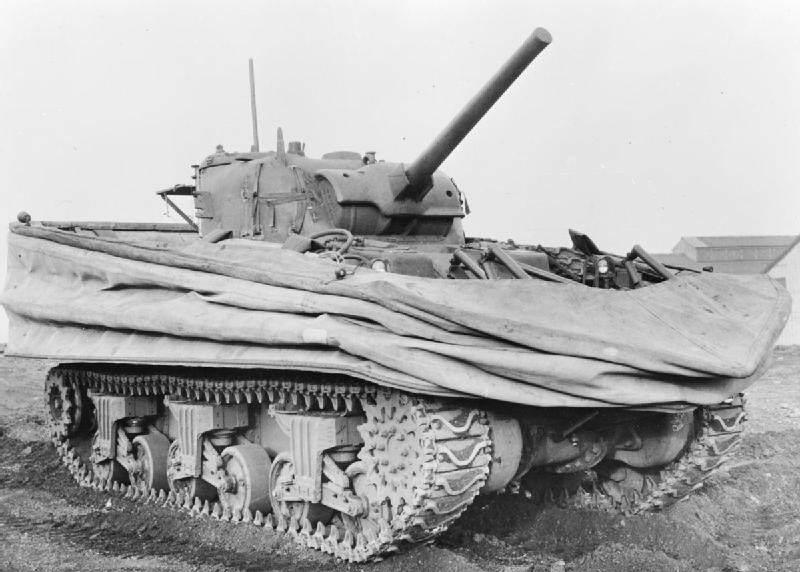 DD Tank - Un Tank DDay avec sa sa jupe rabaissée. Ces chars devaient arriver sur les plages de débarquement en même temps que les premières vagues d'assaut. En faîte, la plupart coulèrent à cause de la marée.