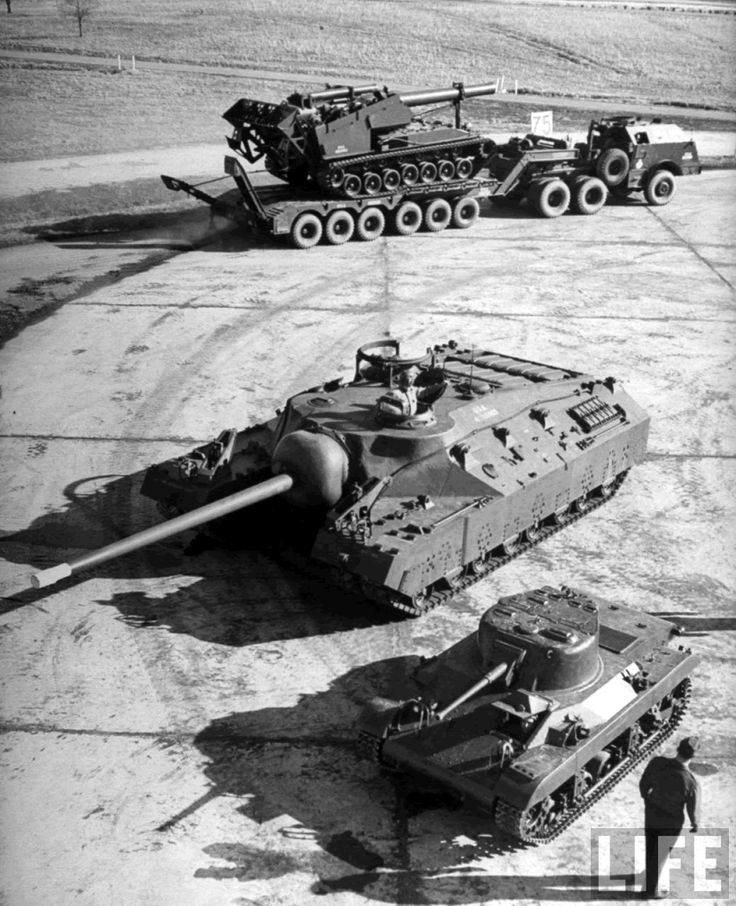 T28 3 - Un T-28 entre un T92 Howitzer et un M22 Locust