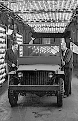 jeep ford gp 375 - Photos prises à l'usine de Ford River Rouge durant la fabrication, en 1941. La jeep est terminée. Elle se trouve dans la chambre à rayons infrarouges pour l'application de la peinture.