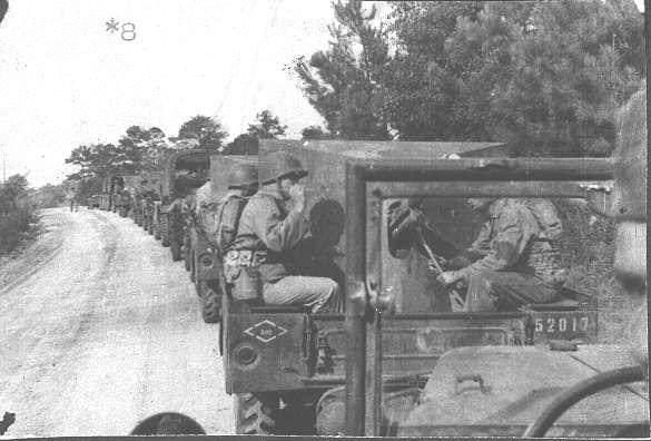 wc52 photo epoque33 - Des Dodge WC-51 débarquent sur une plage normande le 12 juin 1944