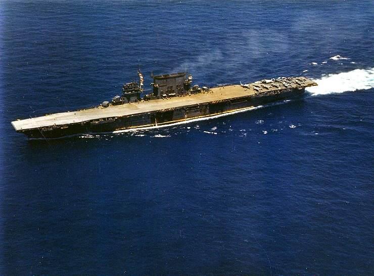 Uss saratoga cv3 - Le USS Saragota vers 1942. Sur le pont : cinq chasseurs Grumman F4F-4 Wildcat, six Douglas SBD-3 Dauntless et un Grumman TBF-1 Avenger