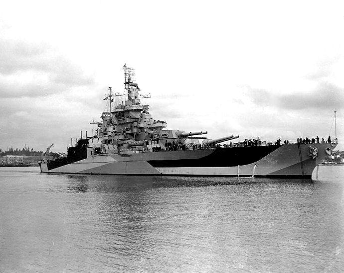 USS West Virginia (BB 48) 1944 7 - Le USS Maryland (BB-46) à Puget Sound en avril 1944