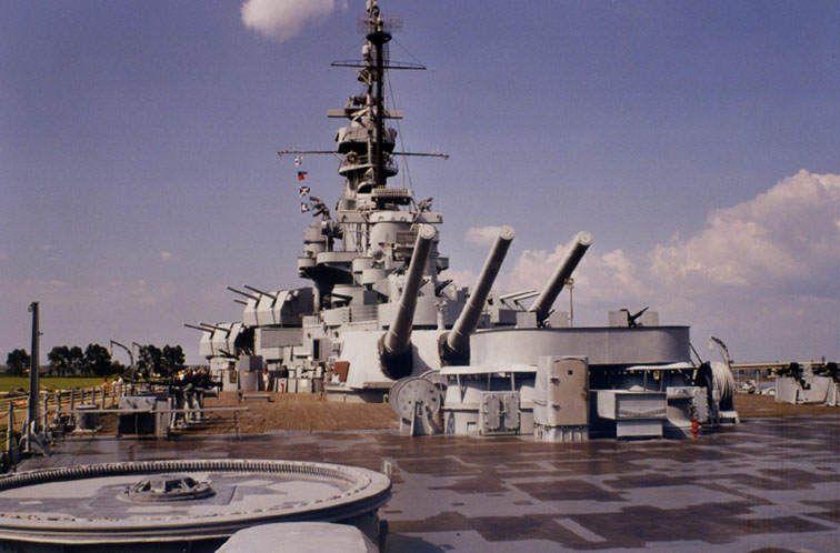 USSAlabama2 - Vue du pont du musée flottant USS Alabama. Merci à D. Dujardin pour ces deux photos.