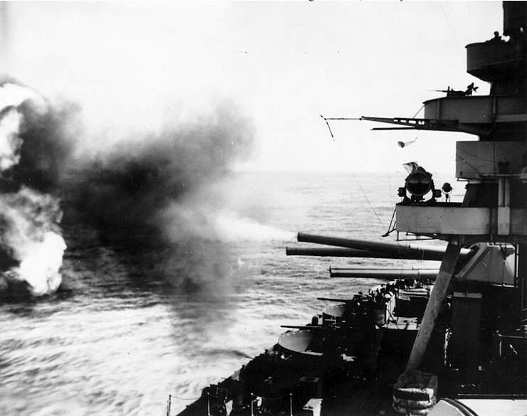 USS New York 11 - Le USS New York bombarde les défenses Japonaises le 19 février 1945 à Iwo Jima