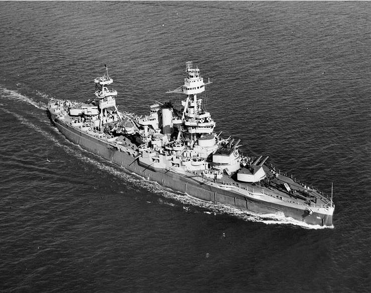 USS Texas Norfolk 1943 - USS_Texas-Norfolk-1943