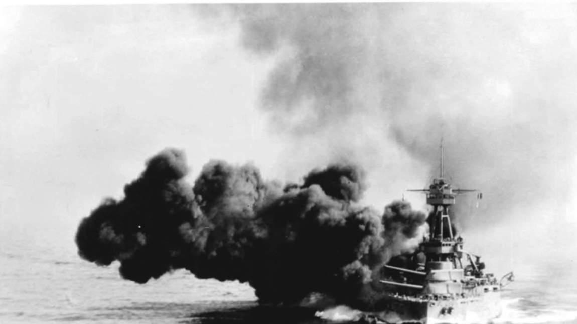 dp the newport newsbuilt uss texas became a le 001 - Le USS Texas lors d'un exercice de tir, en 1928