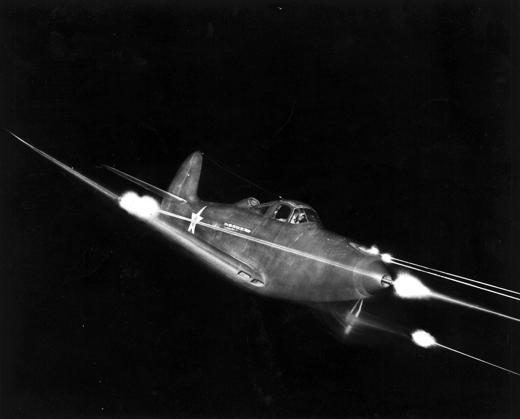Bell P 39 Airacobra in flight firing all weapons at night - Un P39 Airacobra faisant feu la nuit