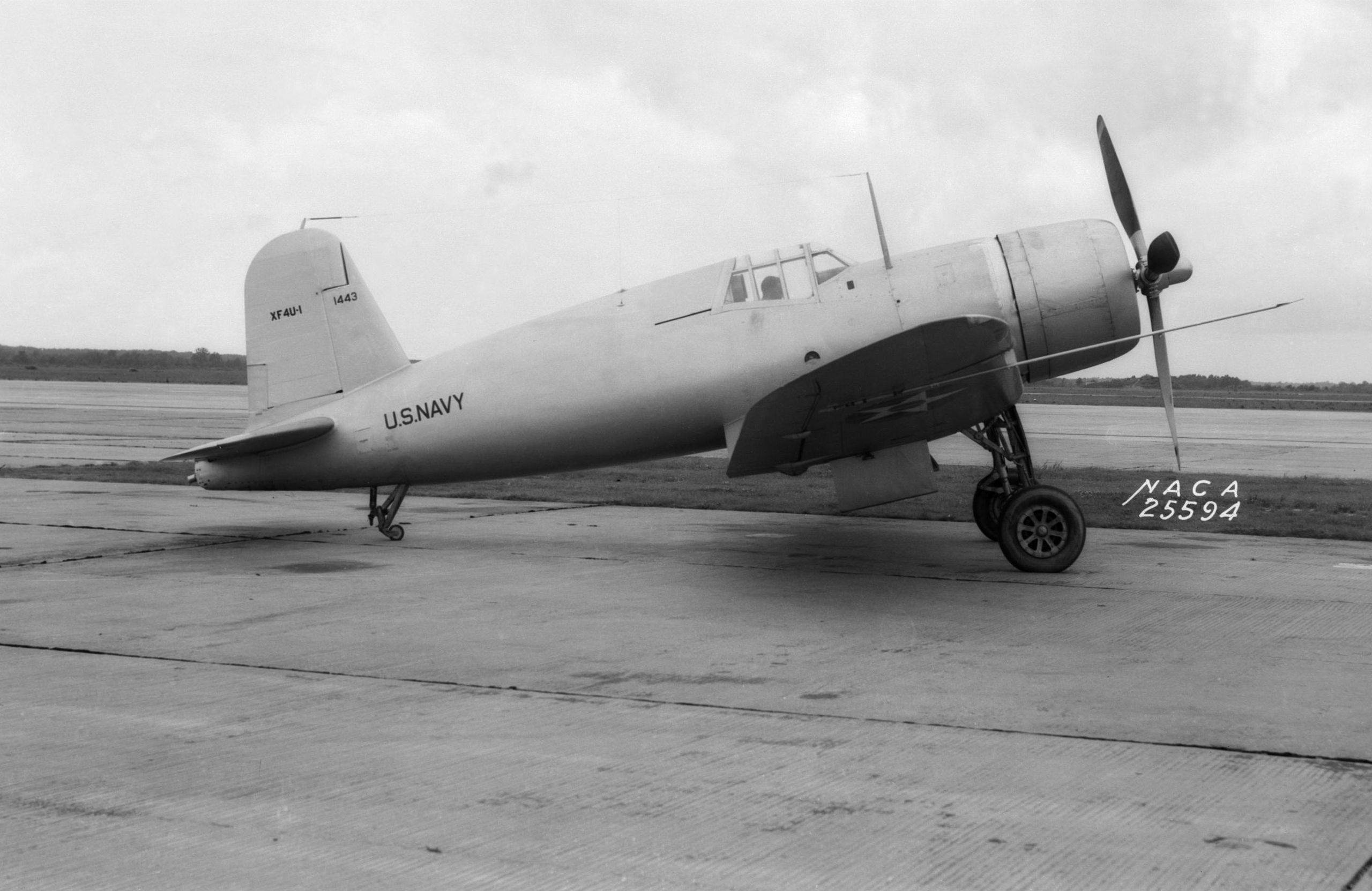 XF4U 1 NACA 1940 - Le prototype XF4U-1 en 1940/41. Remarquez la position du cockpit bien plus avancée que sur le modèle final