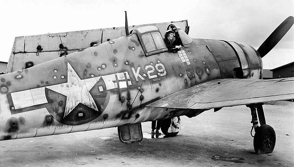 14856313344 f3081b339b b - Un F6F sur une base à Hawaï, criblé de balles de l'aviation Japonaise