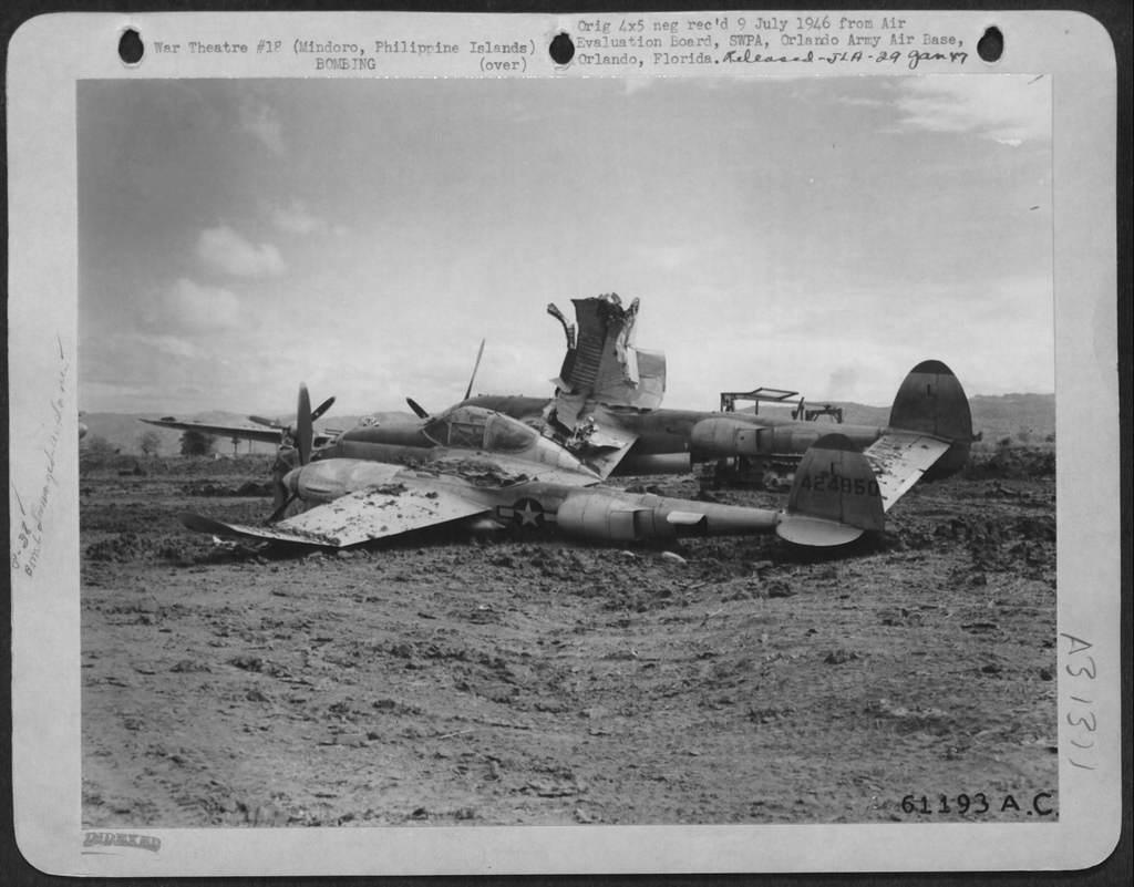 4776082200 869c1c48ce b - Lockheed P-38L-1-LO Lightning #44-24850 du 475th FG 432nd FS détruit au sol lors d'une attaque japonaise à Mindoro dans les philippines, le 12 décembre 1944.