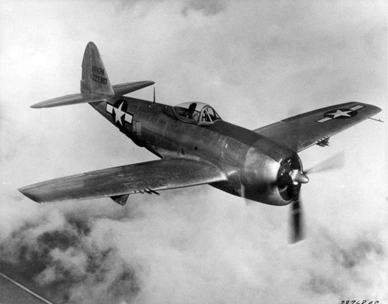 Republic P 47N Thunderbolt in flight - Un P-47 pendant l'une de ses premières missions dans le pacifique