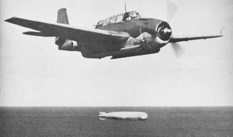 TBF dropping torpedo NAN2 2 44 - Un TBF-1 Avenger largue une torpille fin 1942 ou début 1943