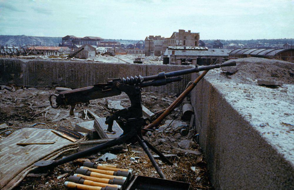 d day color 07 - Mitrailleuse Allemande abandonnée en France en juin 1944
