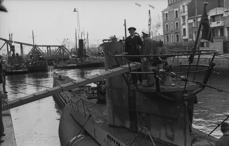 U 751 St Nazaire 16 Jun 1942 - Le Uboat U-571 dans les docks de St Nazaire le 16 juin 1942