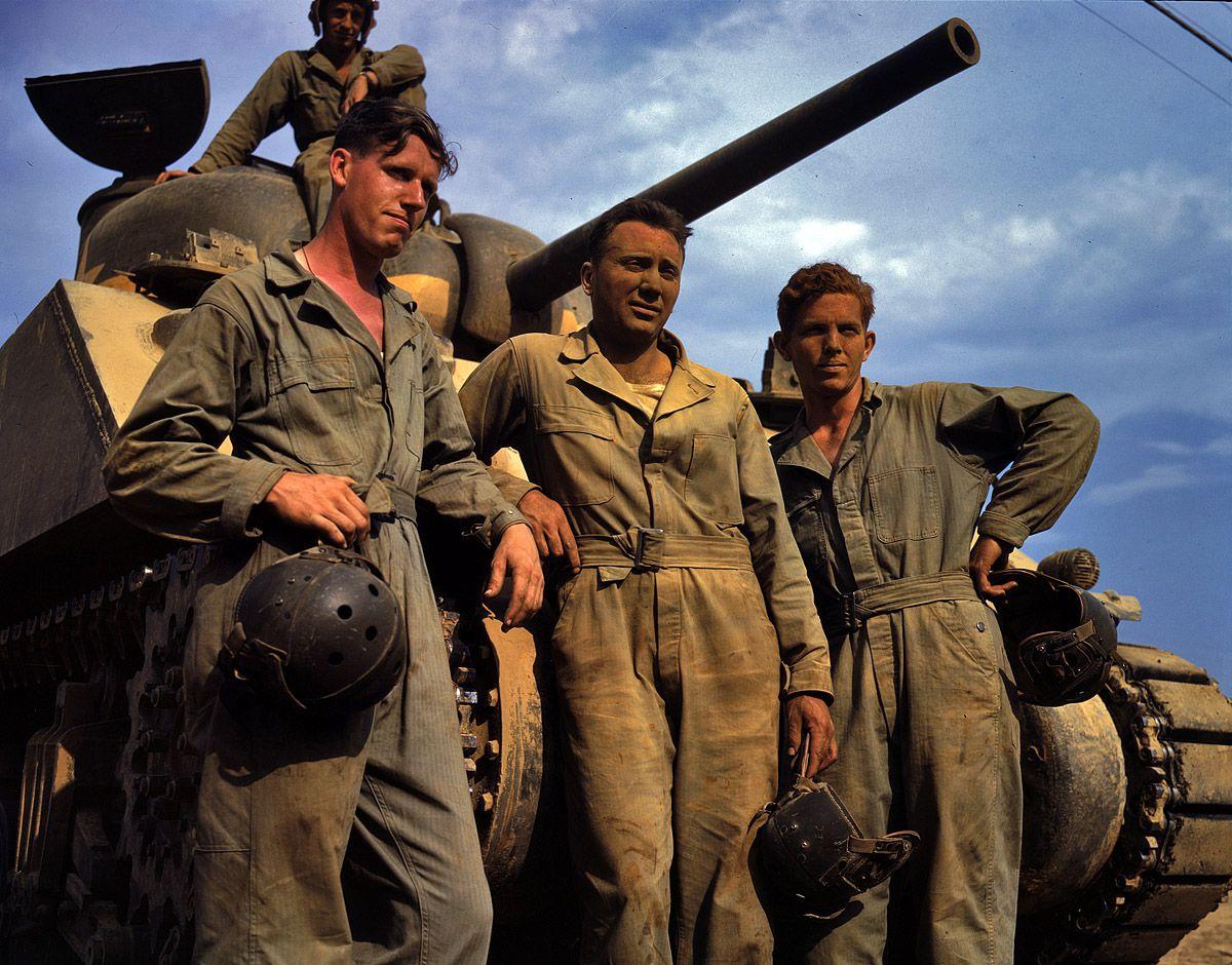 1a35215u - Juin 1942 : Un équipage de char M4 à Fort Knox, Kentucky.