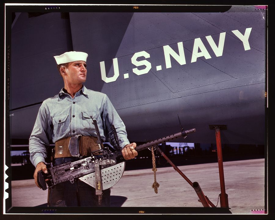 29 - Août 1942, Corpus Christi, Texas : Après sept années dans la Navy, J.D. Estes est considéré comme un vieux loup de mer par ses camarades de la base navale.