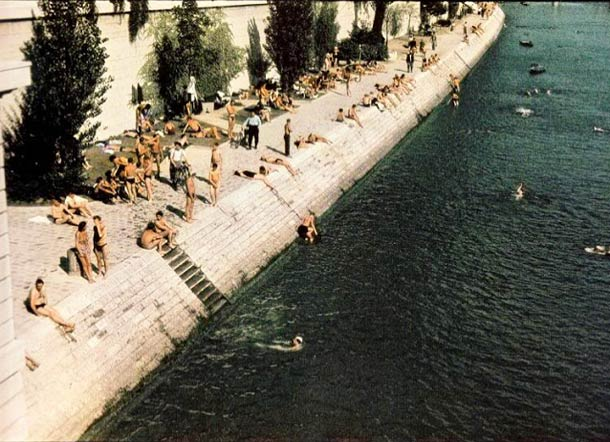 andre zucca Paris sous occupation 1940 1944 1 - Vue depuis le pont du Carrousel en été 1943