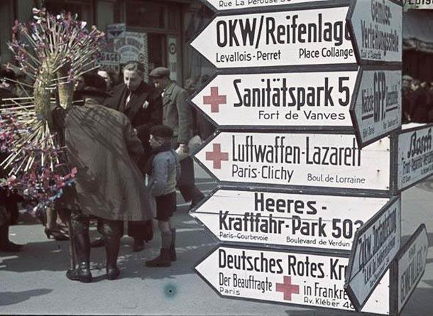 andre zucca Paris sous occupation 1940 1944 43 - Le marché aux puces de Saint-Ouen et ses paneaux de signalisation en Allemand