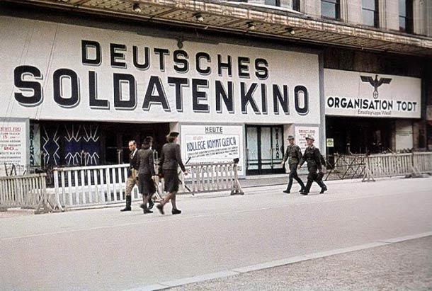 andre zucca Paris sous occupation 1940 1944 9 - Un cinéma des armées Allemand