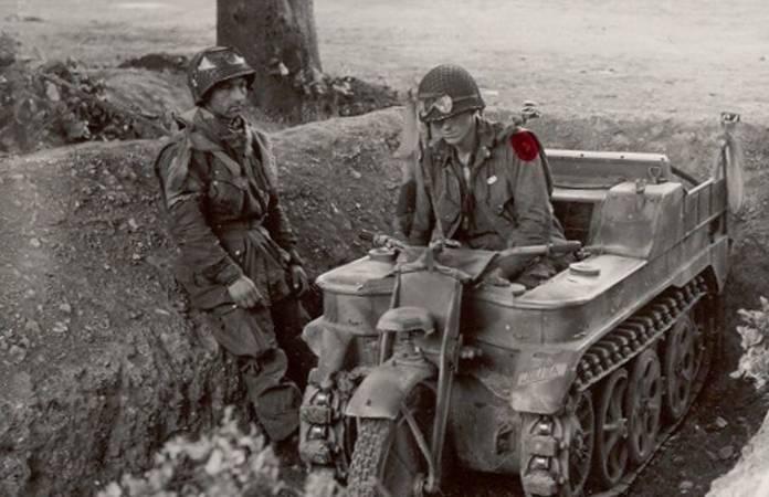 Deux soldats équipés de Eyeshield M1 sur leur casque