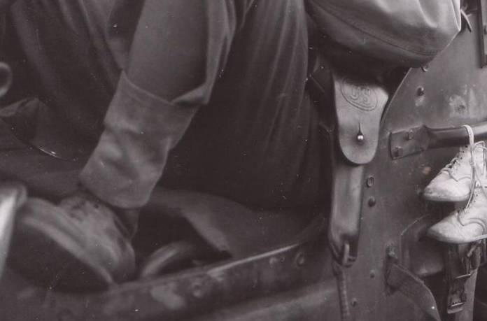 Un Colt-45 dans son holster de cuir