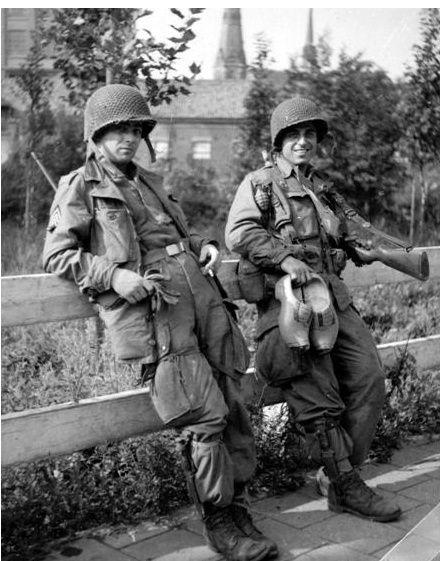 8cdf19d6031489bded4349d0c066484e - Gordon Carson et Frank Perconte, Easy Company, 101st Airborne