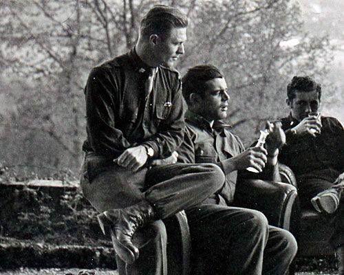 Major Richard Winters Captain Lewis Nixon Lieutenant Harry Welsh Austria 1945  - Le major Richard Winters, le capitaine Lewis Nixon & le lieutenant Harry Welsh en Autriche en 1945
