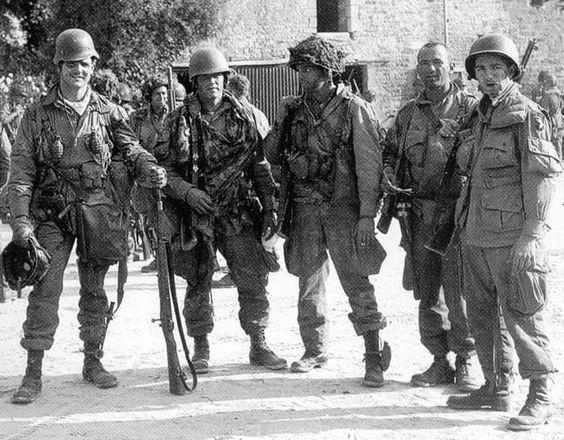 a15117f18c44492c94185e1dfdb8568d - Forrest Guth, Floyd Talbert, John Eubanks, inconnu, Francis Mellet le jour du D-Day