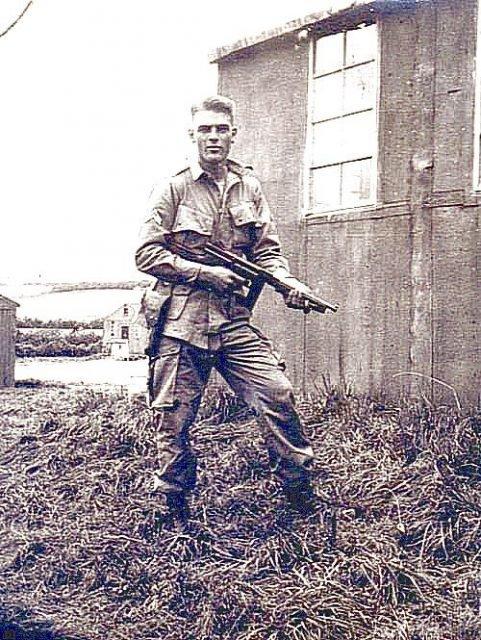bf4a427576048a64bc9234b36b29b149 481x640 - Burr Smith. Il sera tué par un tir direct de mortier avec Penkala près de FOY