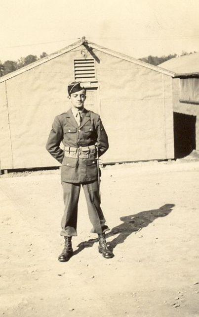 fbf2db07d6a5c88f1fb51852f4275be3 403x640 - George Luz (1921-1998) A combattu en Normandie, aux Pays-Bas et dans les Ardennes. Luz est reconnu pour toujours remonter le moral de ses amis grâce à son humour, même dans les pires moments