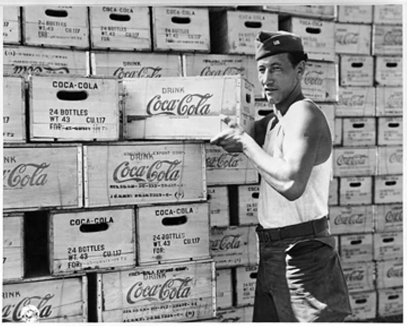 COCACOLA WW2 - Déchargement de coca cola pendant la seconde guerre
