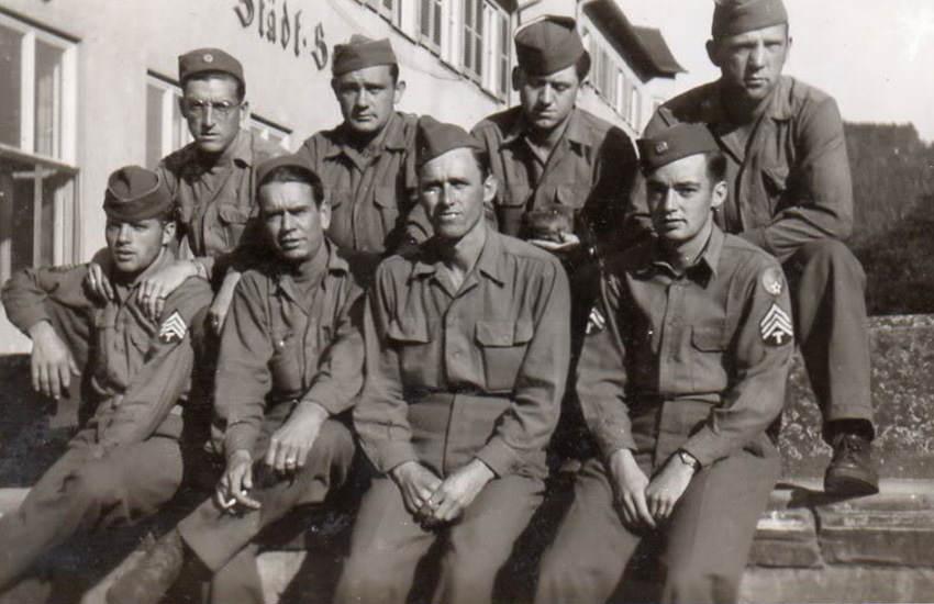Des soldats du 439th Signal Battalion en 1945