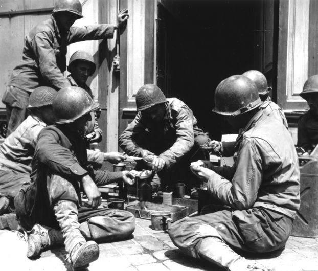 soldatsusftunepause 622x530 - Des soldats américains se détendent