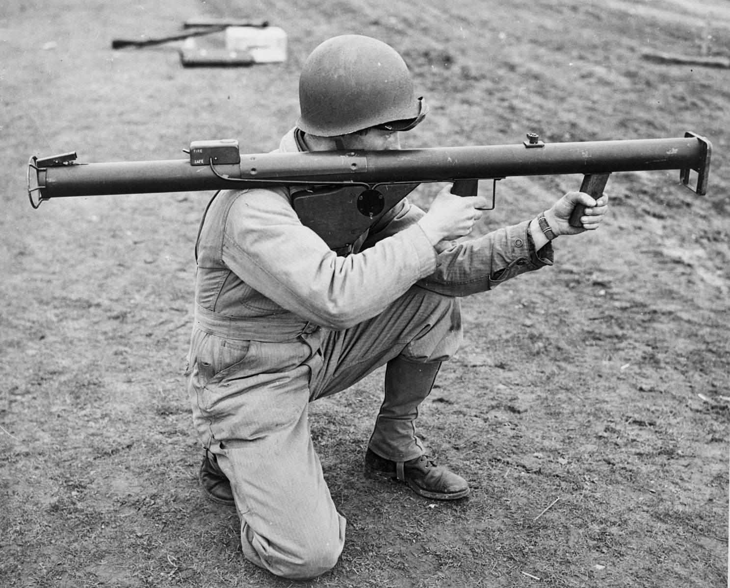 Soldier with Bazooka M1 - Un soldat et son Bazooka M1 en 1943
