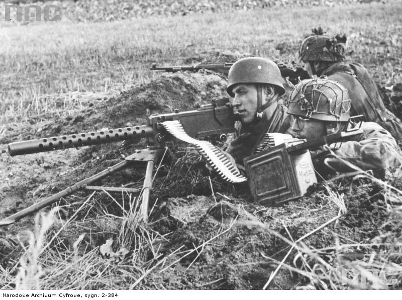 PIC 2 384 - Des parachutistes Allemands avec une M191A4 dérobée aux alliés