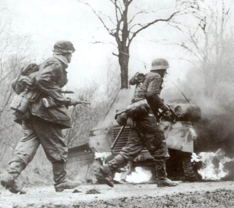 Ardennes clip image004 - Utilisation de la carabine M1, côté Allemands, durant la bataille des ardennes. Ils l'appelleront Selbstladekarabiner 455