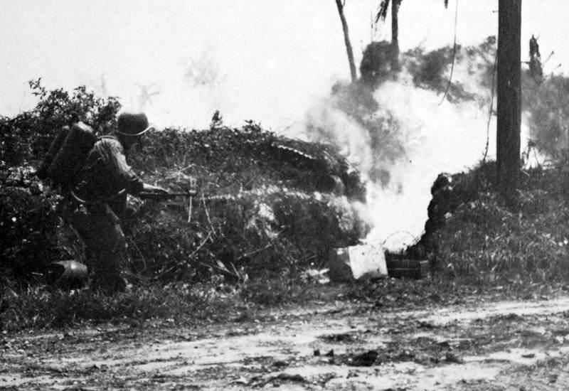 m1 flamethrower 4 - Ce soldat vient d'utiliser son lance-flammes M1
