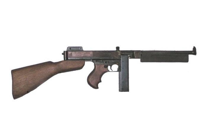 Le pistolet-mitrailleur Thompson
