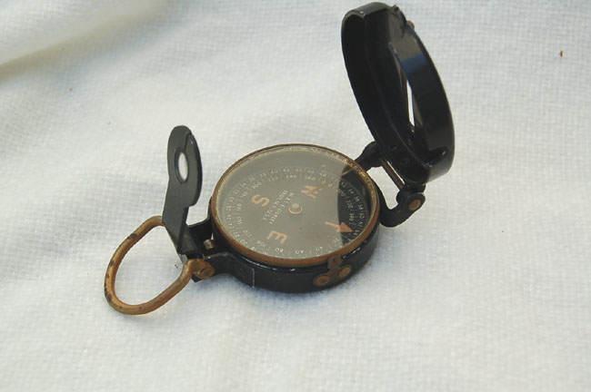 compass - Boussole et ses instruments de visée