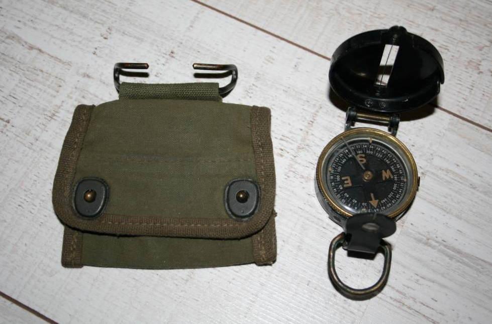 compass03 - La boussole et sa pochette à fixer au ceinturon